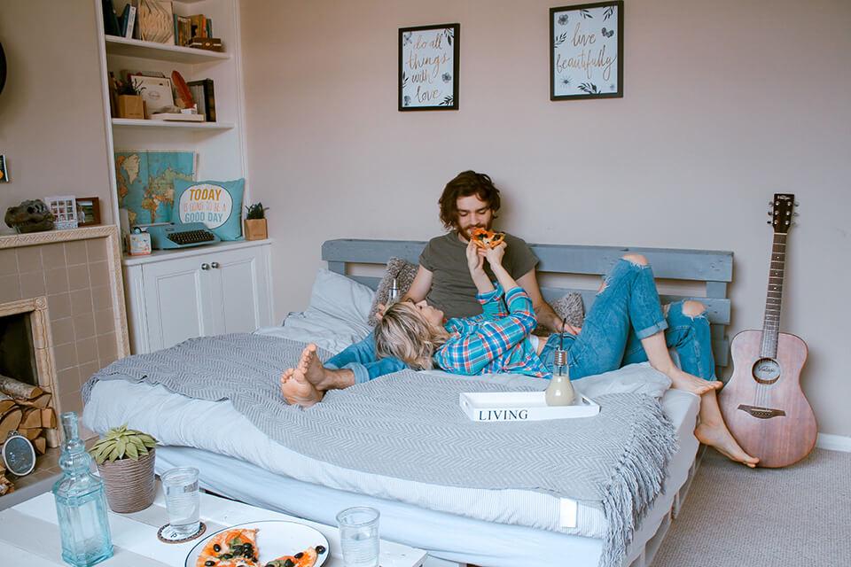 買雙人床墊的首要原則,就是要到有實體店面親自試躺挑選,需挑選口碑好的雙人床墊專賣店才有保障,而且您買的雙人床墊,一定要確認是合法工廠登記證的床墊工廠生產,且有ISO國際品管認證的雙人床墊,為什麼買個雙人床墊這麼麻煩呢?